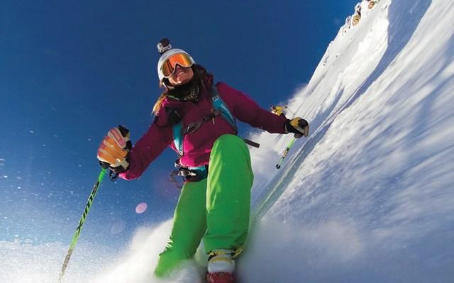 Caméra GoPro sur casque de ski