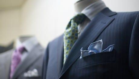 pliage de pochette pour costume