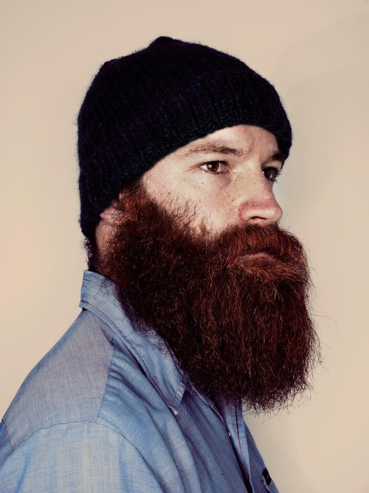 Barbe de hipster en bonnet noir
