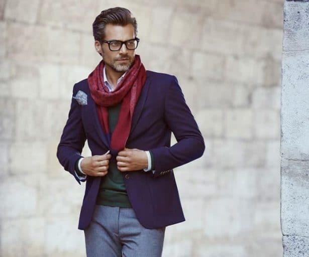 Porter une écharpe avec une veste de costume