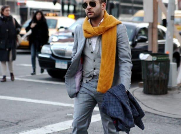 Porter une écharpe tricotée en ville