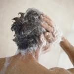 Quels types de shampoings hommes utiliser pour laver ses cheveux ?