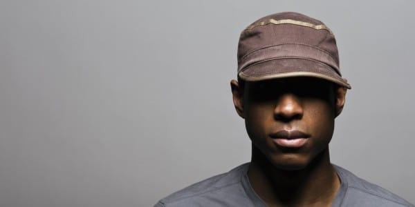 la réputation d'abord une grande variété de modèles la moitié Porter une casquette rend-il chauve ?