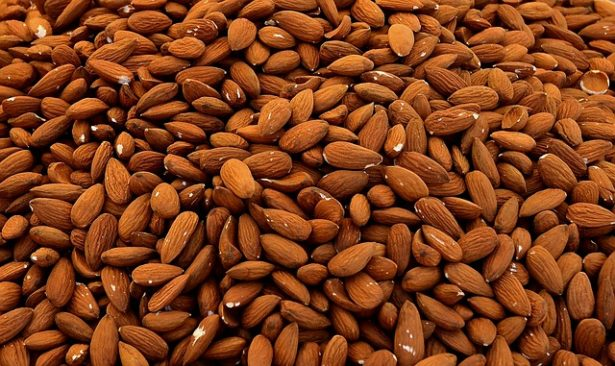 aliments-lutter-acne-amandes