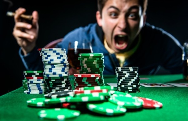 Poker face // perte de contrôle