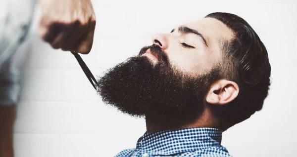 Ciseaux à barbe et moustache