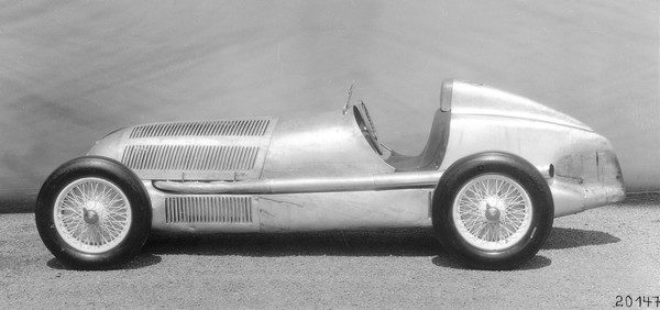 Der Silberpfeil: Der Mercedes-Benz W 25 trug als erster Rennwagen diese Bezeichnung. Die Nibel-Konstruktion war in den Jahren 1934 bis 1937 sehr erfolgreich im internationalen Renngeschehen.