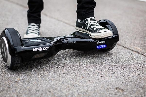 Comment monter sur un hoverboard ?