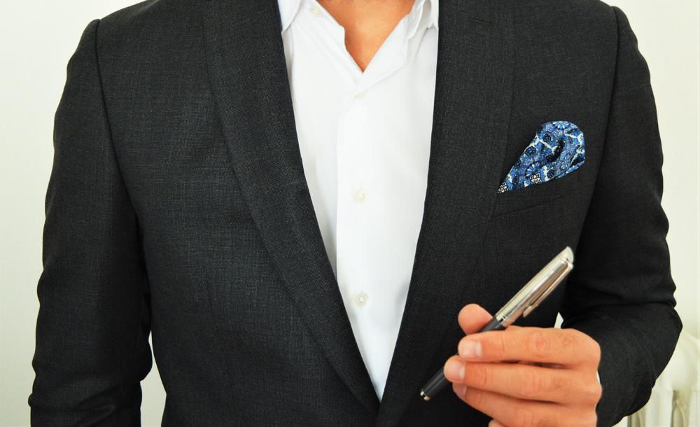 Porter un stylo plume comme un accessoire de mode