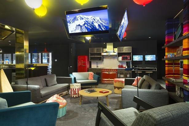 Rocky Pop Hôtel: espace détente dans le hall