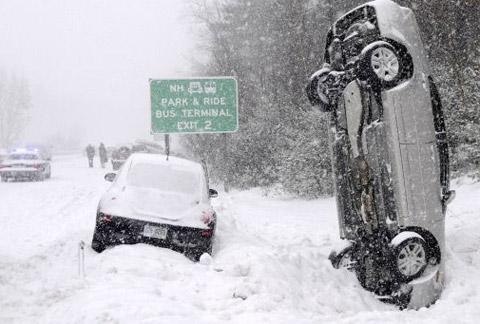 Voiture accident dans la neige