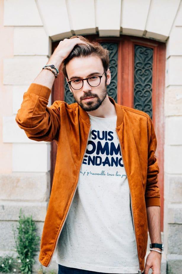 """Découvrez le look de Victor avec le T-shirt """"Je suis un homme tendance"""" sur le blog Barbichette.fr"""
