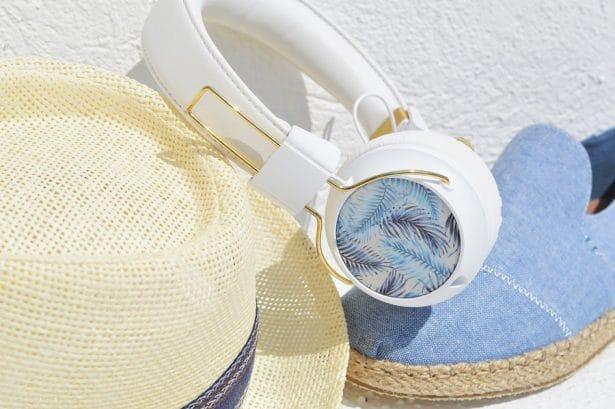 Casque audio bluetooth Sudio en mode look de plage