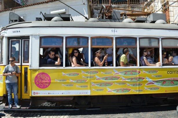 Le vieux tram de Lisbonne: attention à la grosse affluence en été