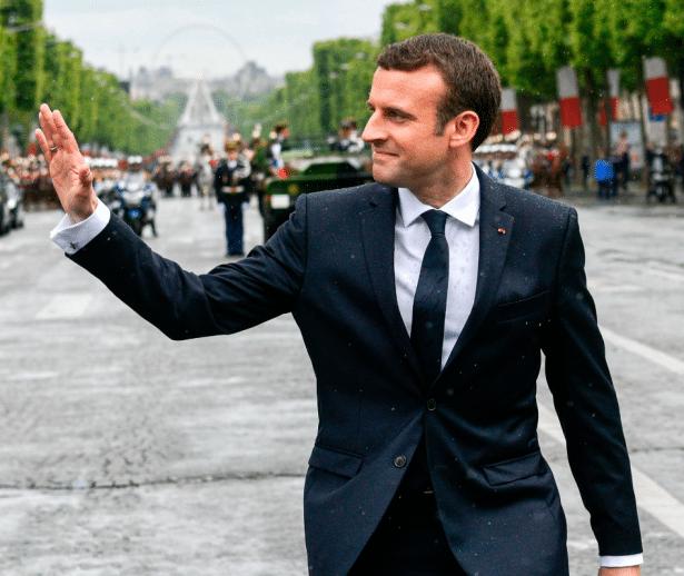 "Costume ""Jonas & Cie"" d'Emmanuel Macron"