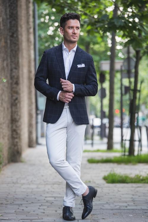 Veste sur-mesure est proposée au prix de 400 euros et le pantalon sur-mesure au prix de 119 euros.