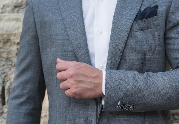 Veste sur-mesure proposée au prix de 400 euros fabriqué à partir d'un tissu léger et non doublé