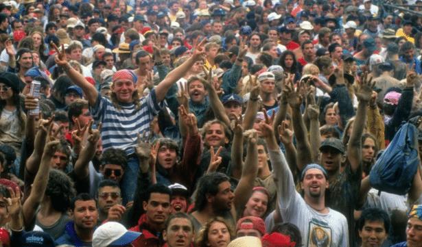 Le public d'une des premières sessions du LollaPalooza dans le New Jersey.