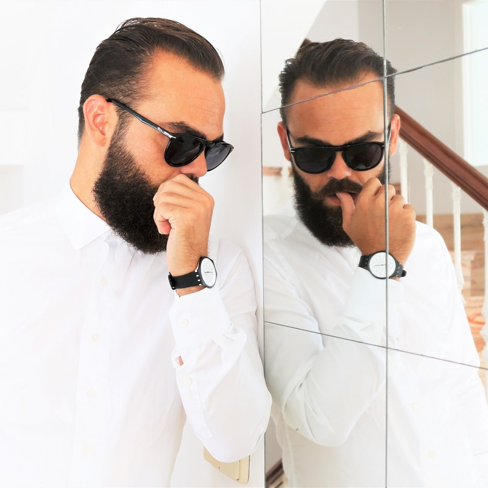 Grosse barbe vs skin watch, so what ? Montre SKINNOIR homme par Swatch - ©Lhommetedance.fr