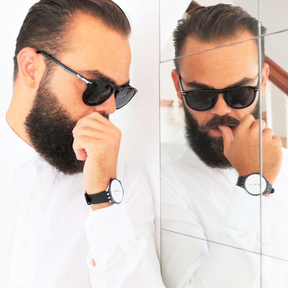 My watch is skin – My beard is queen, so what? Montre SKINNOIR homme par Swatch - ©Lhommetedance.fr