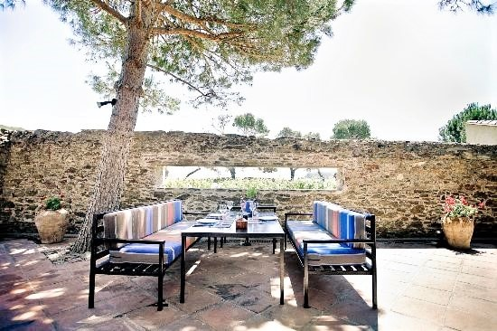Clos de Paulilles et sa terrasse ombragée pour un déjeuner au calme