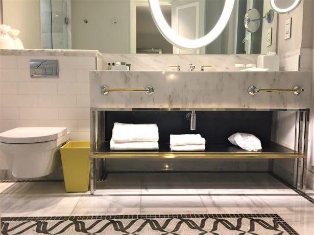 Au Hilton Paris Opéra, on se relaxe dans une salle de bain tout confort