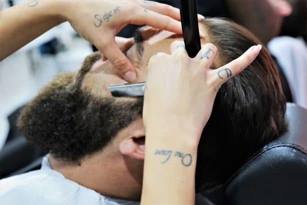 Rasage et délimitation de la barbe