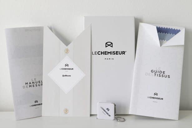 Contenu du coffret cadeau Le Chemiseur : Mètre de couture, un guide des tissus, un manuel de mesures et un mot personnalisé pour celui ou celle qui offre le coffret