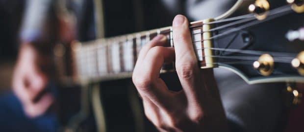 quelques conseils pour apprendre la guitare seul. Black Bedroom Furniture Sets. Home Design Ideas
