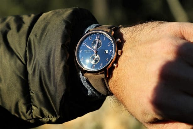 La Regalia dispose d'un compteur de 60 minutes à 12 heures, d'un indicateur de date à 3 heures