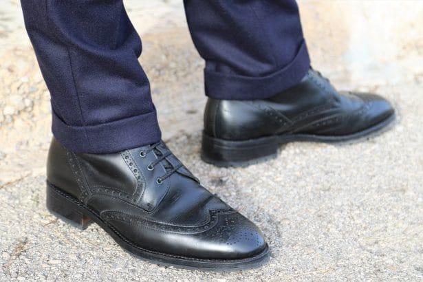 Revers de pantalon 3.5 cm avec des Derby Boots cousus Goodyear en noir Shoepassion