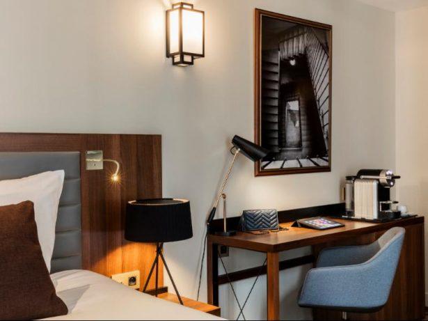 Coin travail dans la chambre deluxe - hôtel kapital opéra paris