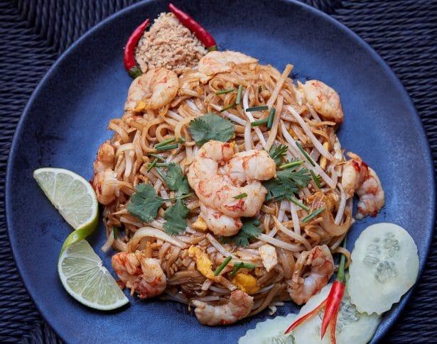 Des Pad Thai, un plat typique copieux et savoureux à déguster à la Brasserie Thaï à Paris