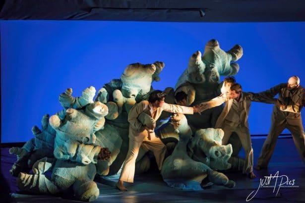 Paysages Intérieurs by Philippe Genty, Des marionnettes surprenantes en forme de monstres inconnus