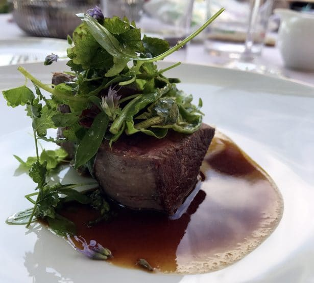 Un jus de viande mémorable et une association d'herbes digne de Chef Marc Veyrat