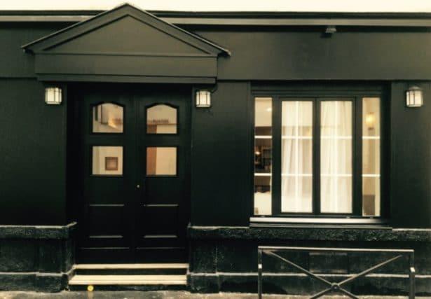 La devanture de l'Inconnu est en accord avec son nom - Crédit photo Paris.julienbinz.com