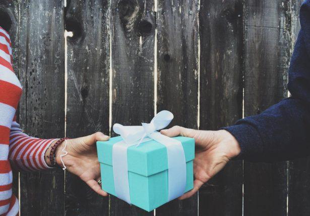 Offrir un coffret cadeau à un Homme