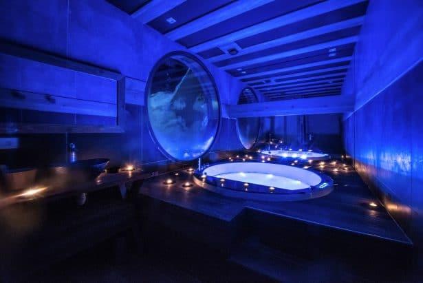 Over The Moon - Salle de bain privée avec une baignoire balnéo