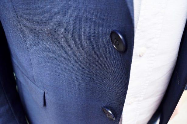 Costume-sur-mesure bleu marine est élégant avec le lisseret - Faubourg Saint Sulpice