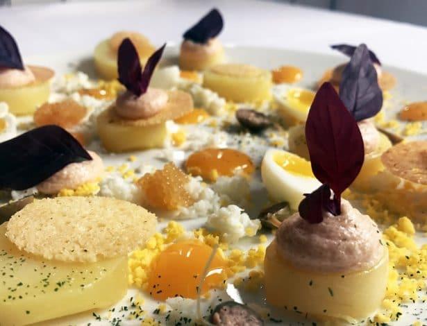 Jardin d'œuf œuf confit, maviar, rapé d'œuf, œuf de brochets, œufs de caille, capres, … by Petrossian