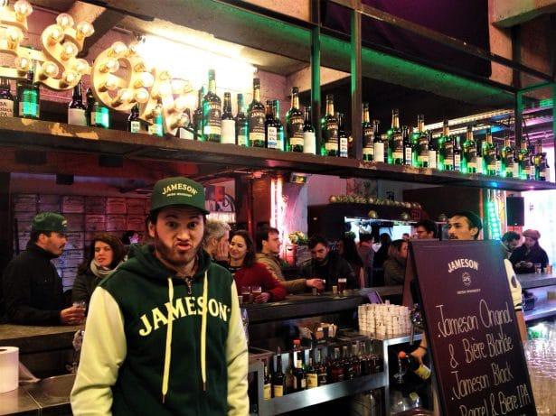 Le serveur Jameson du Garage qui n'a pas abusé de Boilermaker promis !