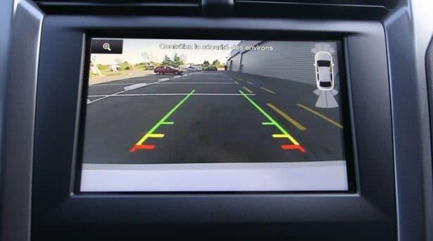 Le radar de recul pour bien anticiper et surveiller vos déplacements - Ford Mondeo Hybrid