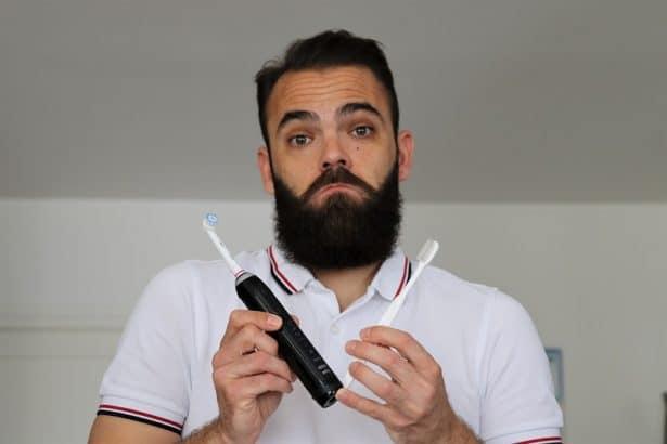 Que choisir entre brosse à dents électrique et manuelle