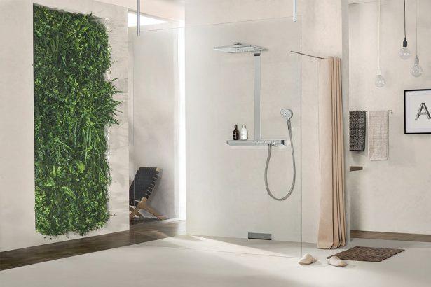 La transparence est de mise pour une douche à l'italienne moderne et design