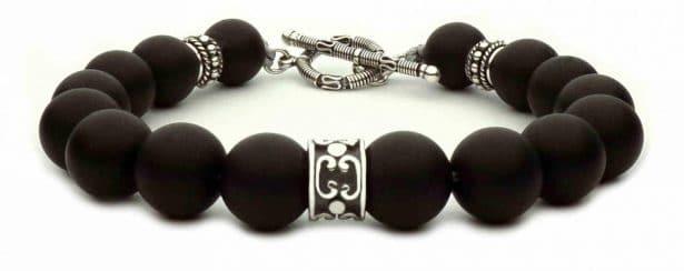 Le bracelet en perle pour homme  un accessoire tendance