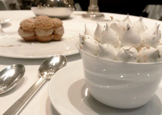 restaurant-pre-catalan-table-desserts