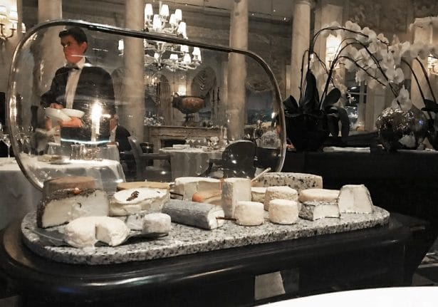restaurant-pre-catalan-table-fromages