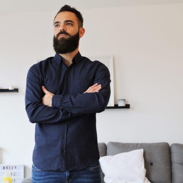 Chemise casual pour homme FYU - longueur parfaite pour la porter hors du pantalon