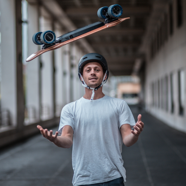Skateboard électrique : nouvelle tendance urbaine - Photo elwing boards