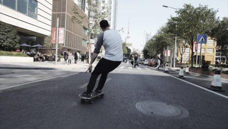 Skateboard électrique : la nouvelle grosse tendance urbaine ?